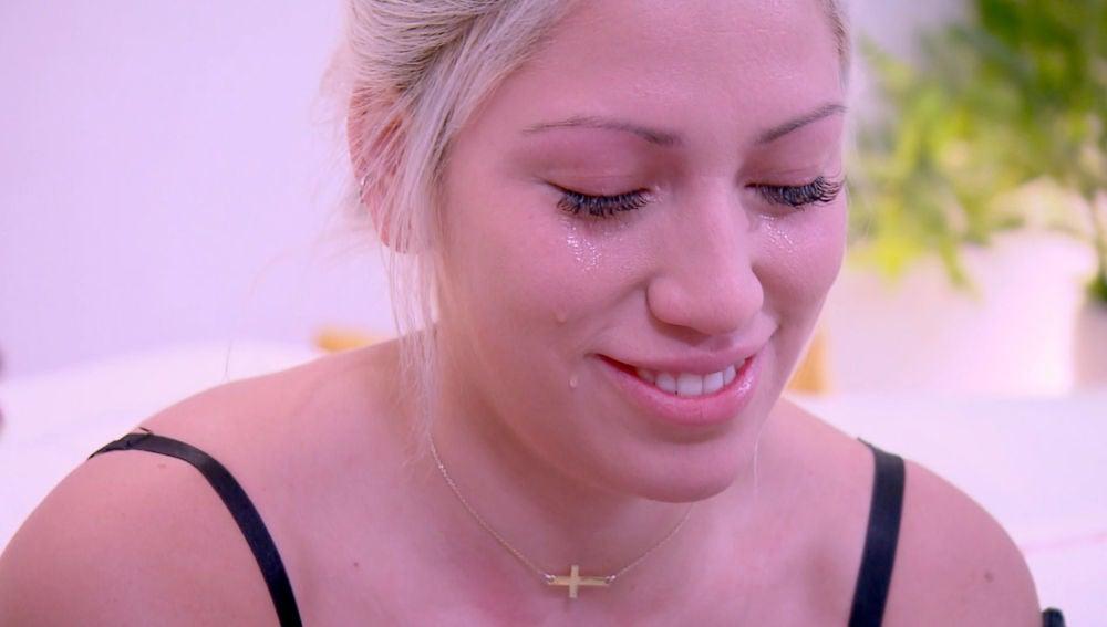 Alessandra se emociona con la carta de amor de Adrián