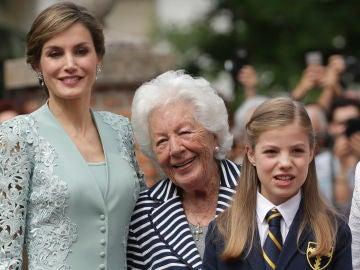 Menchu junto a su nieta Letizia y su bisnieta Sofía