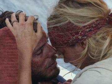 Sam Claflin y Shailene Woodley sobreviven en mitad del océano