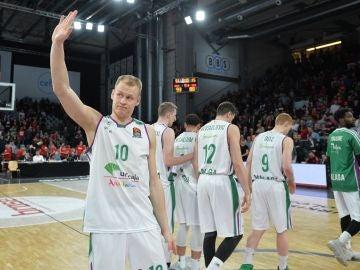 Los jugadores del Unicaja tras caer eliminados en la Euroliga
