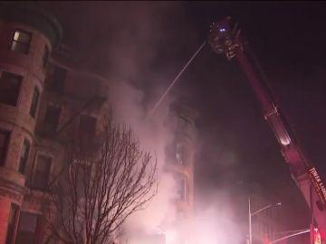 Muere un bombero en un incendio en un set de rodaje en Nueva York