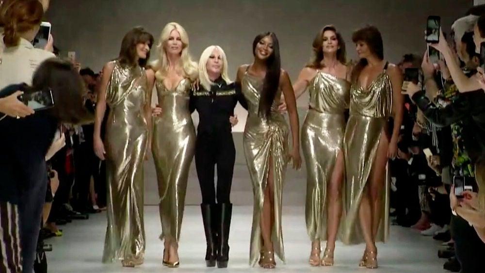 El espectacular homenaje de las top models de los 90 a Gianni Versace en el 20º aniversario de su muerte