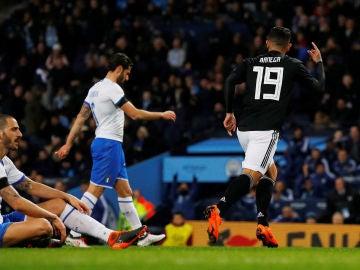 Banega celebra su gol ante Italia en Manchester