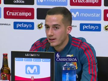 Lucas Vázquez atiende a los medios de comunicación