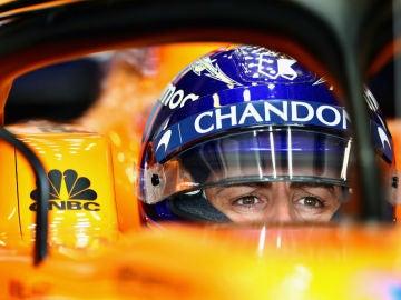 Fernando Alonso, en su cockpit