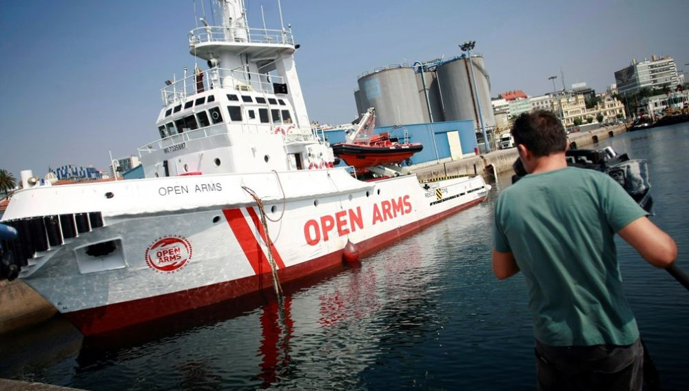 Barco insignia de la ONG Proactiva Open Arms