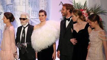 La familia Grimaldi en el Baile de la Rosa de Mónaco