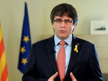 Carles Puigdemont en un momento del vídeo difundido a través de las redes sociales en el que ha anunciado su renuncia a la investidura