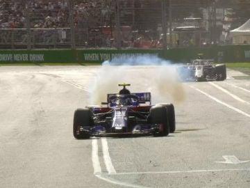 El Toro Rosso de Gasly, echando humo