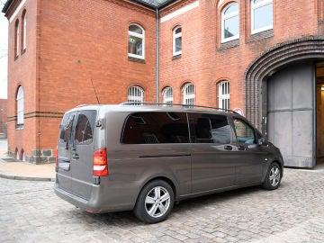 Imagen del furgón policial que traslada a Carles Puigdemont en Alemania