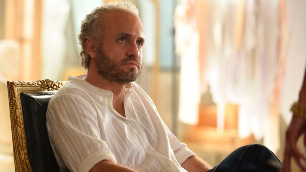 Gianni Versace decide hacer pública su homosexualidad