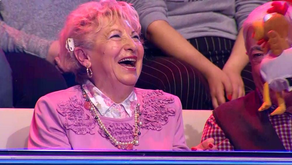 Una señora del público le dedica un chiste a Perri, la mascota de '¡Ahora Caigo!'