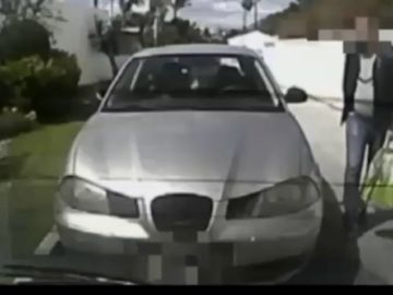 Graba cómo le roban en su propio coche pero el ladrón no es detenido