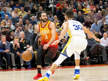 Ricky Rubio, ante Stephen Curry