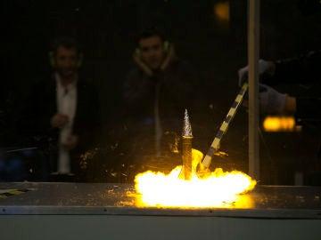 Ricardo Gómez descubre la utilidad de los cohetes de nitrocelulosa