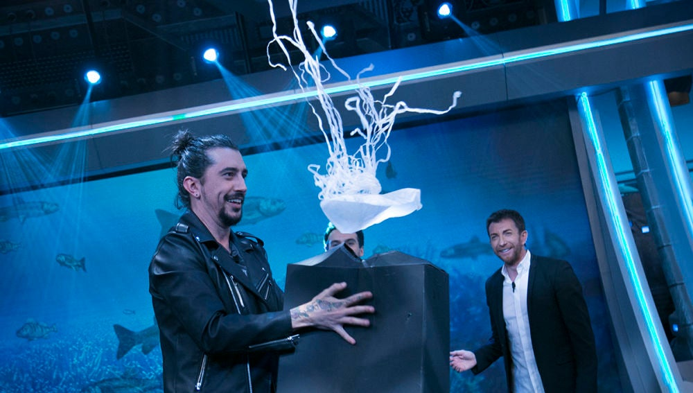 Ricardo Gómez descubre la existencia de las medusas voladoras en 'El Hormiguero 3.0