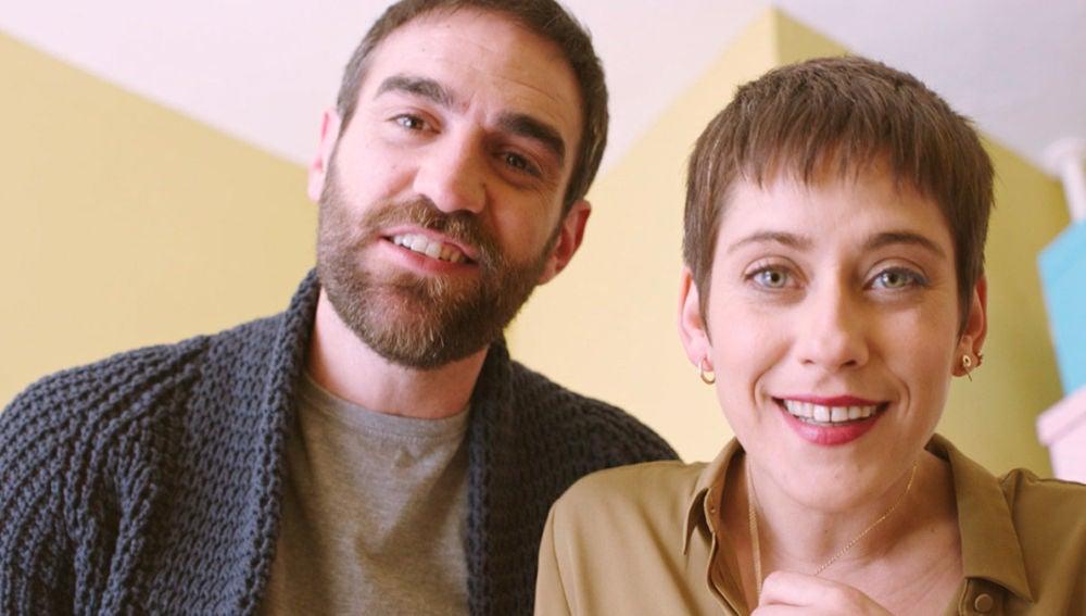 Iñaki y Carmen, encandilados con su hija Elaia