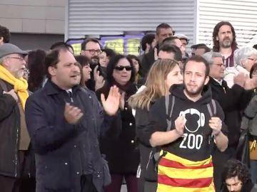 Centenares de personas se concentran en la estación de Sants de Barcelona convocados por los CDR