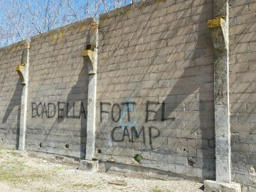 Pintada en el pueblo de Boadella en Girona instándole a marcharse