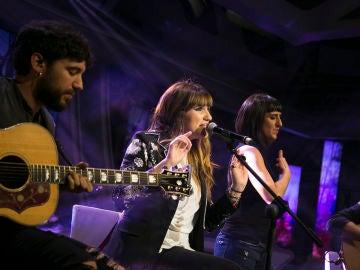 Rozalén canta en directo 'La Puerta Violeta' en 'El Hormiguero 3.0'