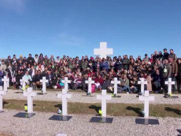 214 familiares se desplazan a las Malvinas para dar el último adiós a los soldados caídos