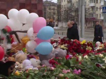 Putin visita la zona del incendio del centro comercial