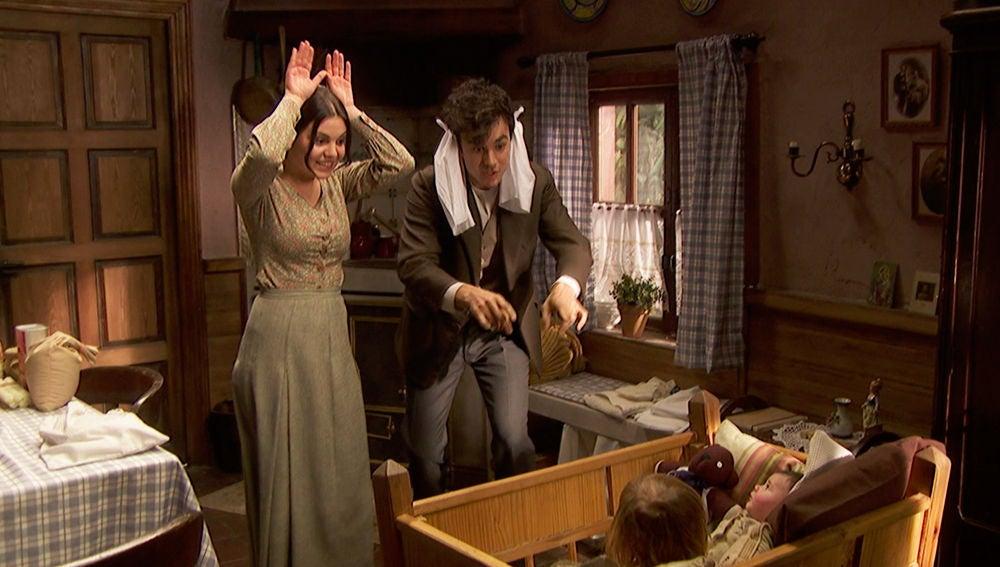 Marcela y Matías, preocupados por la pequeña Juanita