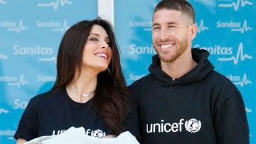 Pilar Rubio y Sergio Ramos posan con su tercer hijo