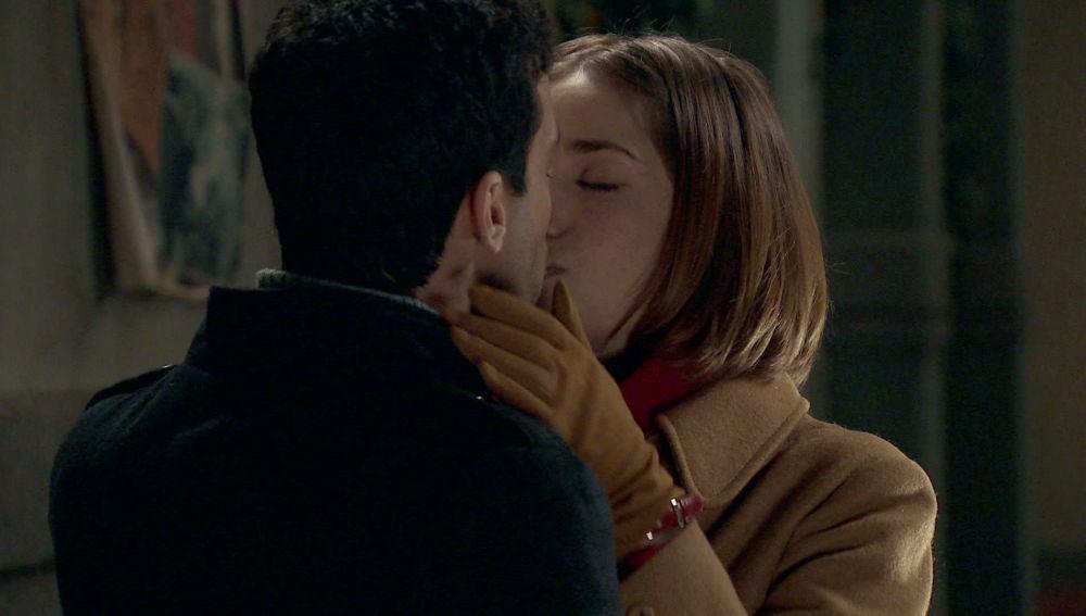María presencia un nuevo beso entre Ignacio y Laura