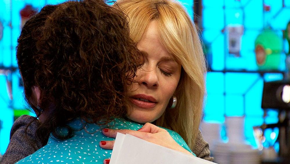 Charo, a punto de confesarle a Belén que es su hija