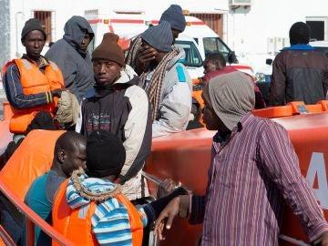 Los 34 varones de origen subsahariano rescatados a unas 24 millas al sur de Motril (Granada)