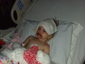 La pequeña Lydia, hospitalizada tras una reacción alérgica al maquillaje infantil