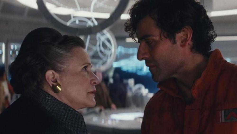 Carrie Fisher y Poe Dameron en 'Star Wars: Los últimos Jedi'