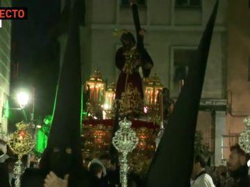 La cruz del Jesús del Gran Poder se rompe al chocar con un semáforo en Madrid