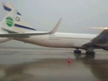 Dos aviones de pasajeros chocan en un aeropuerto de Israel