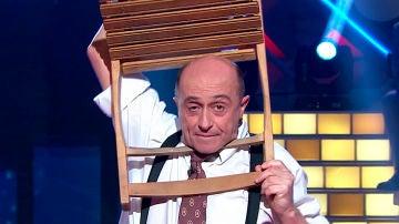 El humorista Pepe Viyuela se queda atrapado en una silla