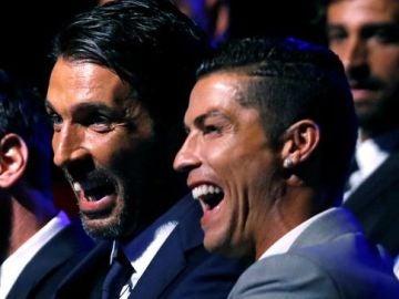 Buffon y Cristiano bromean