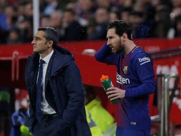 Ernesto Valverde, junto a Lionel Messi