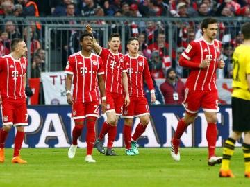 El Bayern celebra un gol ante el Borussia Dortmund