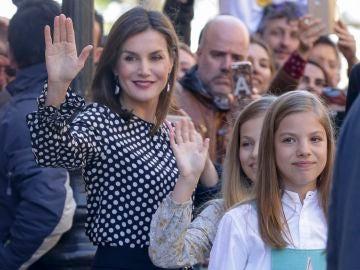La reina Letizia con sus hijas