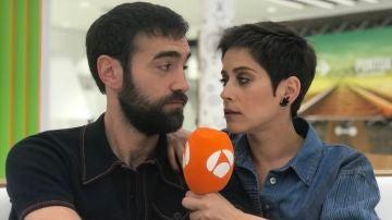 María León y Jon Plazaola en directo en Facebook Live