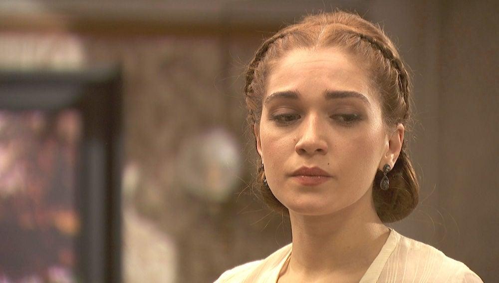 Julieta reprime sus sentimientos ante un preocupado Saúl