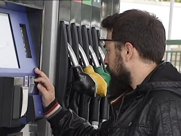 Un comité de expertos apuesta por disparar los impuestos al diésel y a la gasolina para incentivar híbridos y eléctricos