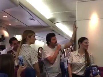 Concierto de Taburete en el avión