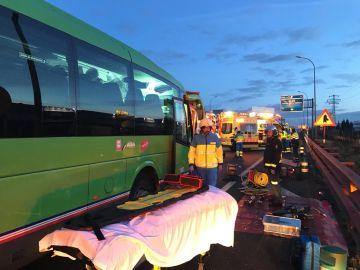 Imagen del 112 del accidente entre un autobús y dos camiones en Pinto