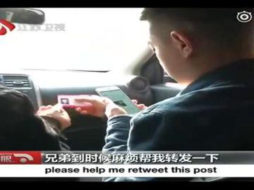 Se hace taxista para encontrar a su hija y lo logra después de 24 años