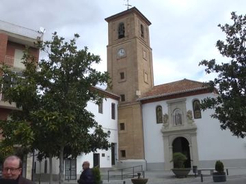 Detenido un hombre por estafar durante 15 años a miles de comercios disfrazado de cura en Granada