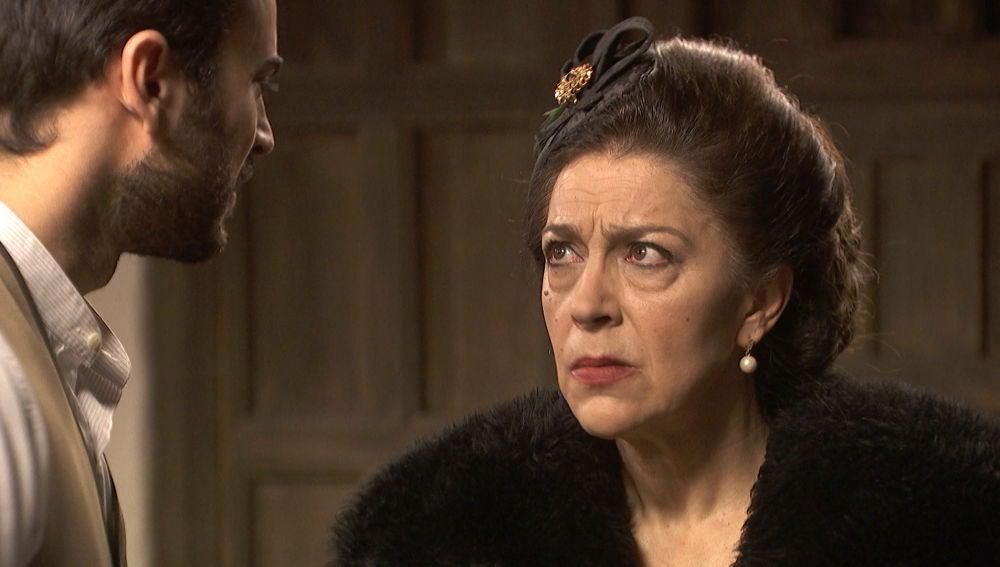 Francisca sorprende a Saúl y Julieta en la intimidad