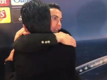 Cristiano Ronaldo y Buffon se abrazan en zona mixta