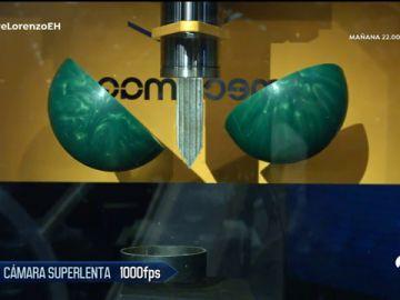 Jorge Lorenzo prueba la guillotina hidráulica de 'El Hormiguero 3.0'